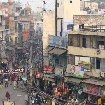 India's Delhi and Uttar Pradesh authorities arrange buses for migrant laborers to head home