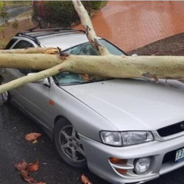 Heavy rain, thunderstorms leave hundreds of Australians without power