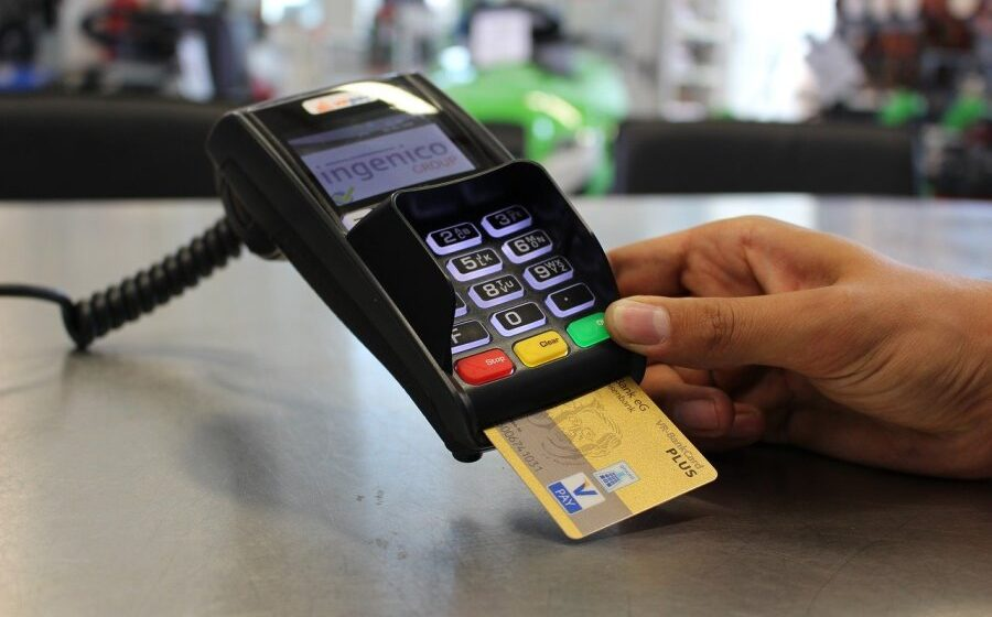Aussies' cash use drop during pandemic. But why the concern for a 'cashless society'?