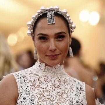 Gal Gadot starring in new 'Cleopatra' draws backlash