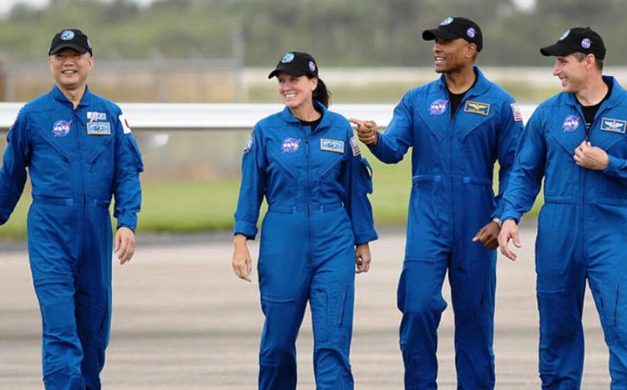 SpaceX is sending its first full team of astronauts to spaceSpaceX is sending its first full team of astronauts to space