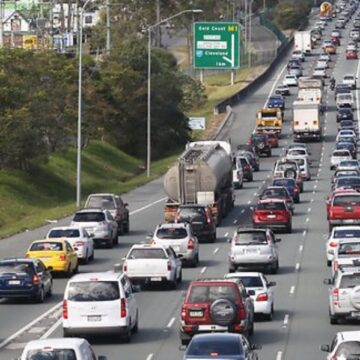 Queensland records five new COVID-19 cases as border traffic delays continue