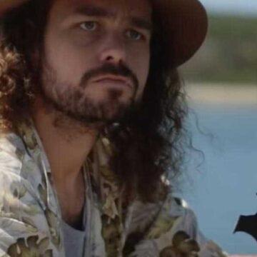 Australian advertisement of man eating bat sandwich investigated