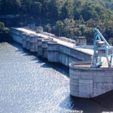 Heavy rain pushes Sydney's Warragamba Dam close to the brim