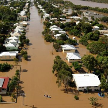 NSW flooding forces 2,000 people to evacuate, schools and work closed
