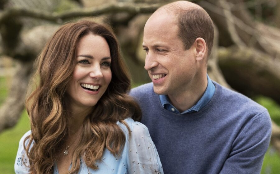 Queen's touching message to Kate and William to celebrate 10th wedding anniversary