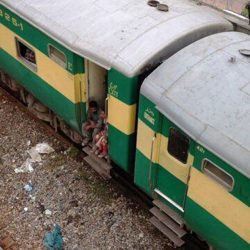 30 killed in Pakistan train collision