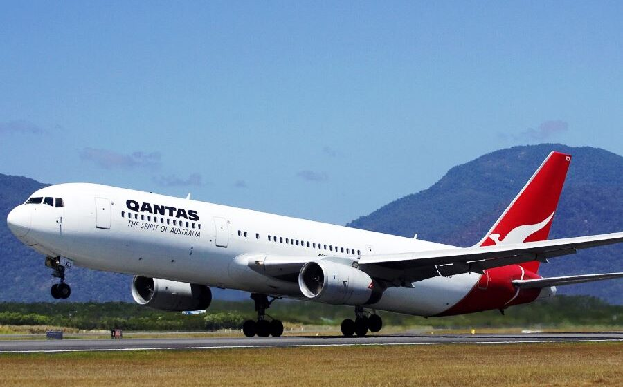 Qantas now accepts international flight bookings